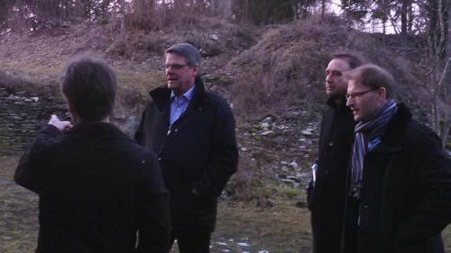 Kuvassa Mairolt Kakko, Göran Eriksson, Duncan Mass ja Hugo Toll 1200-luvulta olevan linnoituksen raunioilla.