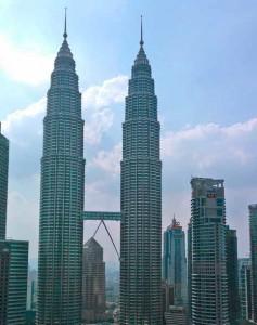 Petronas-tornit Kuala Lumpurissa. (Kuva: Paavo Häikiö)